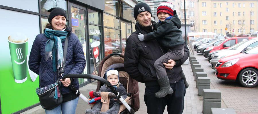 Sylwia Wiśniewska na zakupy wybrała się z mężem Jackiem i młodszymi synami: Fabianem i Oliwierem