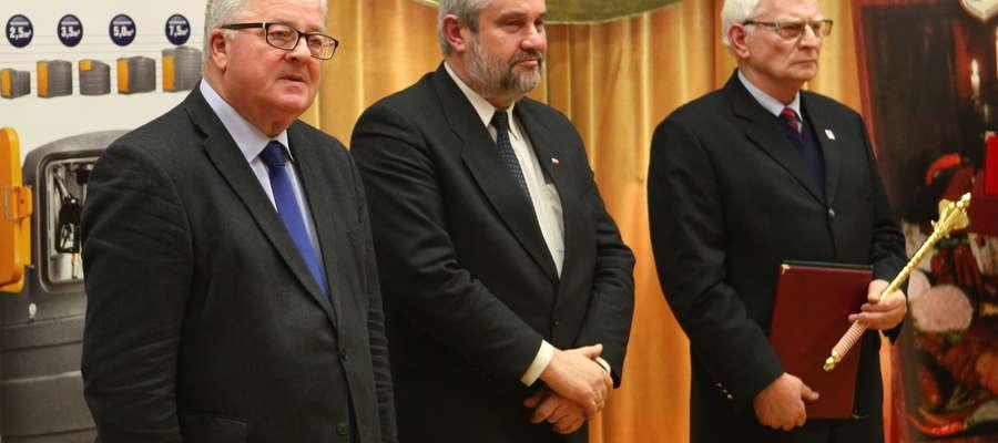 Od lewej: Czesław Siekierski - europoseł, Jan Krzysztof Ardanowski - Minister Rolnictwa i Rozwoju Wsi, Janusz Gruszczewski – właściciel Zakładu Metalowego AGROMASZ