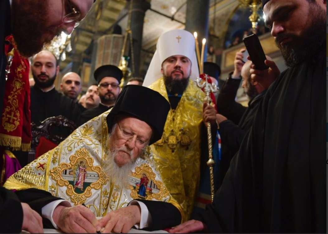 Tomos podpisany.  Arcybiskup Sawa wpisuje się w polityczną linię Putina  - full image