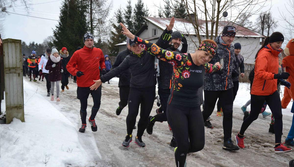 Biegiem i spacerem lokalni biegacze otworzyli biegowy sezon 2019 w gminie Ostróda