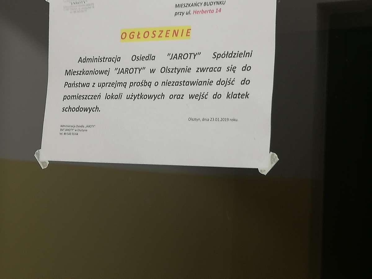 Ogłoszenie skierowane do kierowców, którzy zastawiają wjazd do klatek