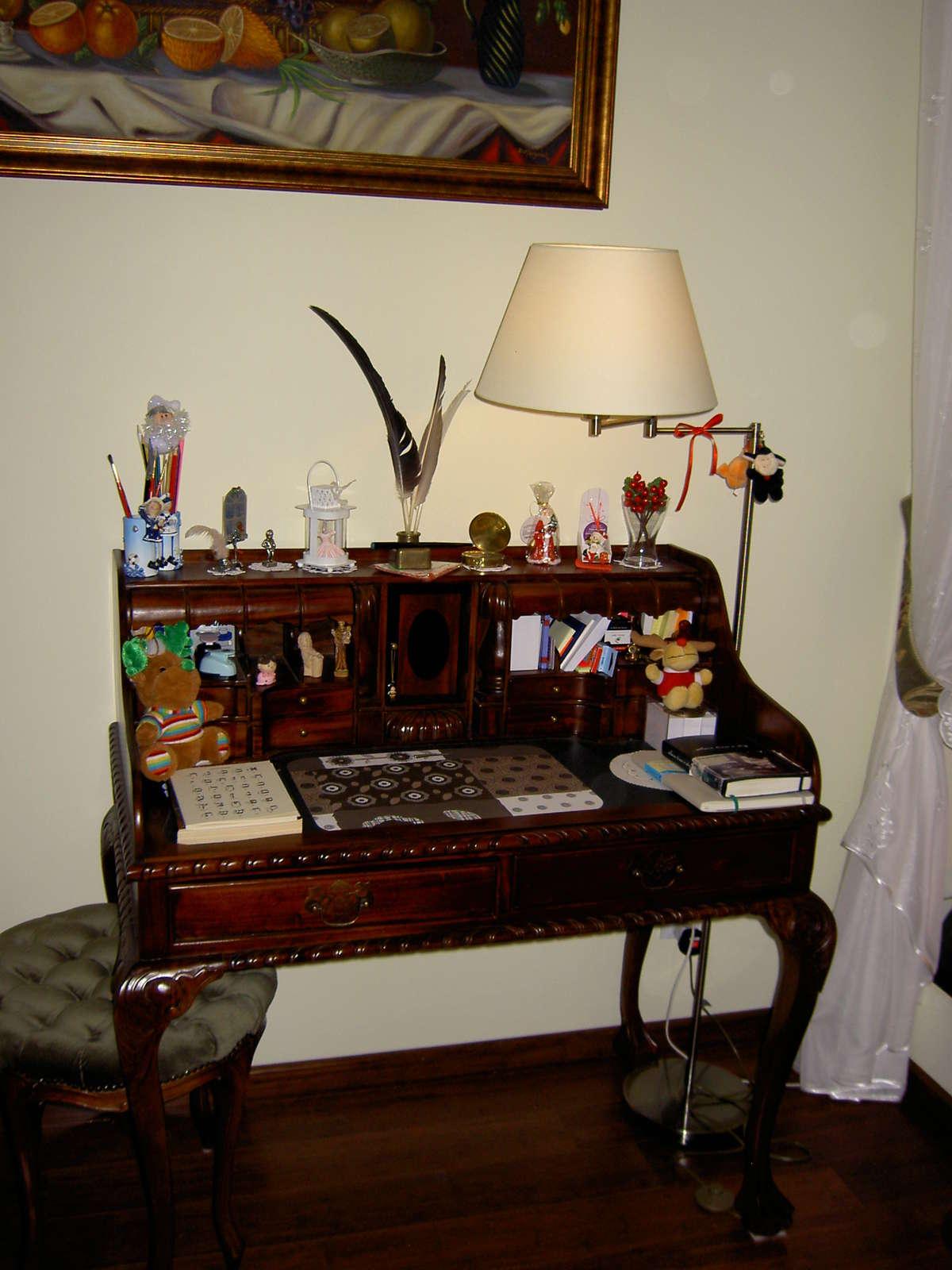Moja nocna lampka przy sekretarzyku
