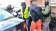 Prokurator przesłuchuje mężczyznę, który groził śmiercią prezydentowi Grzymowiczowi [ZDJĘCIA, FILM]