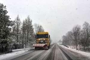 Tym razem zima ma nie zaskoczyć drogowców. W gotowości blisko 2,5 tysiąca pojazdów i tony soli