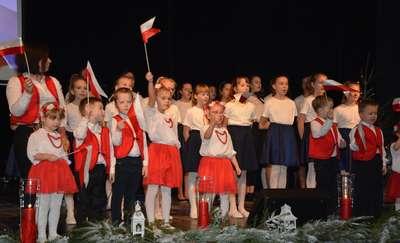 """Koncert """"Wszystkiego najlepszego Polsko"""" w Olecku"""