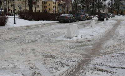 Fatalny stan nawierzchni placu Piłsudskiego w Giżycku