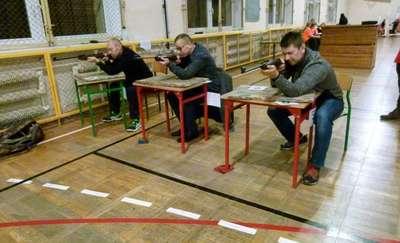 W Pieckach strzelali do tarczy. Pierwsze zawody strzeleckie w szkole