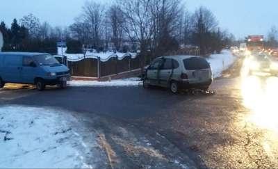 Zderzenie trzech samochodów. Jedna osoba trafiła do szpitala