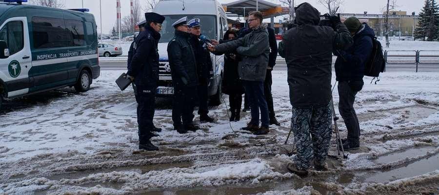 Podczas spotkania funkcjonariusze poruszyli kwestie bezpieczeństwa w ruchu drogowym