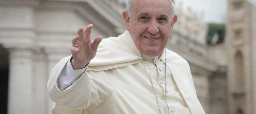 Poruszający gest papieża. Franciszek ucałował dłoń Polaka - ofiary księdza pedofila