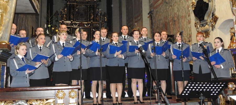 Chór Policji Garnizonu Warmińsko - Mazurskiego dał koncert w kościele w Nowym Mieście