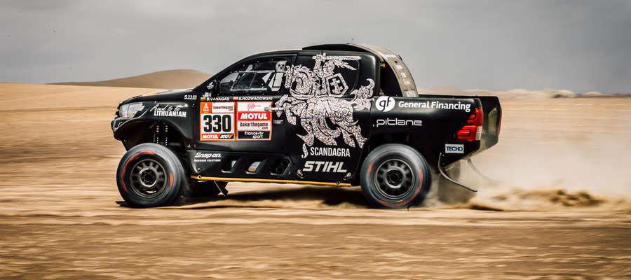 Załoga Benediktas Vanagas/Sebastian Rozwadowski na trasie 1. etapu Rajdu Dakar 2019