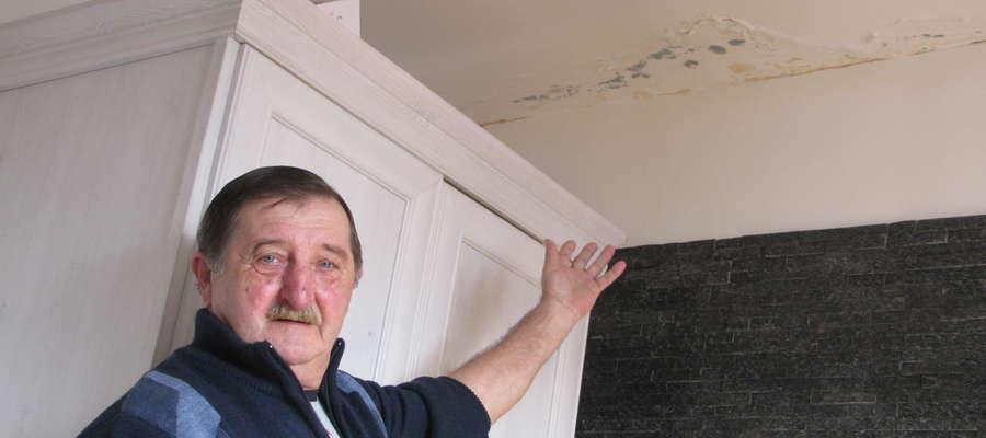 Leszek Meresta: — Nie mogę doprosić się remontu dachu, przez co mieszkanie wciąż jest zalewane, a na ścianach wychodzi grzyb
