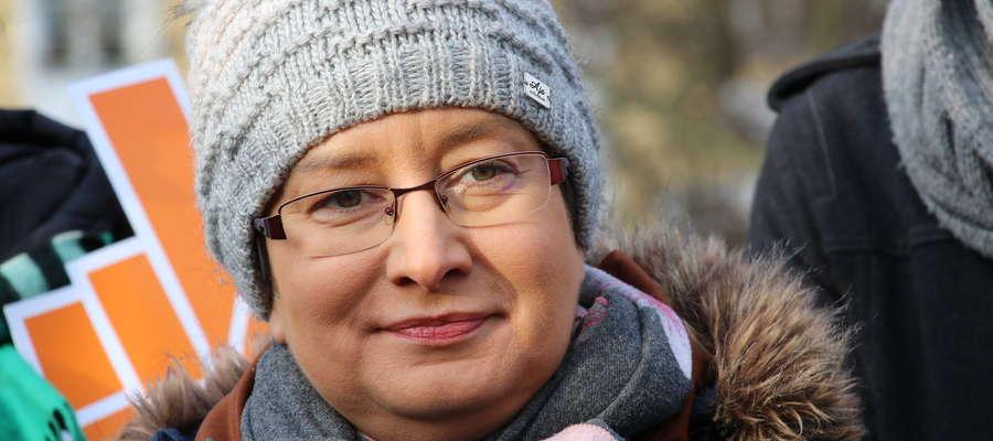 Monika Falej podczas konferencji prasowej nowo powstającego Ruchu Roberta Biedronia w regionie