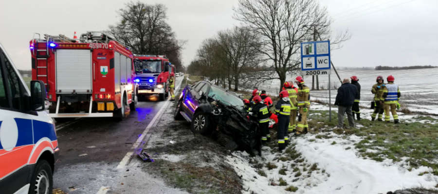 Zdarzenie drogowe na terenie gminy Susz było spowodowane trudnymi warunkami na drodze i niedostosowaniem prędkości.