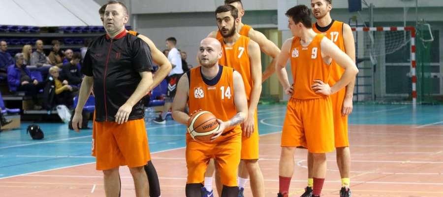 Rozgrzewka koszykarzy AZS UWM Olsztyn