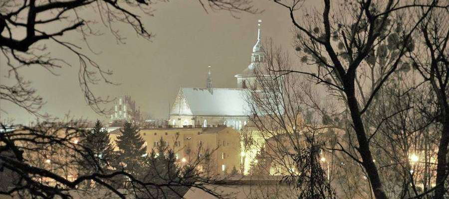 Wieczorna, zimowa panorama Bartoszyc.