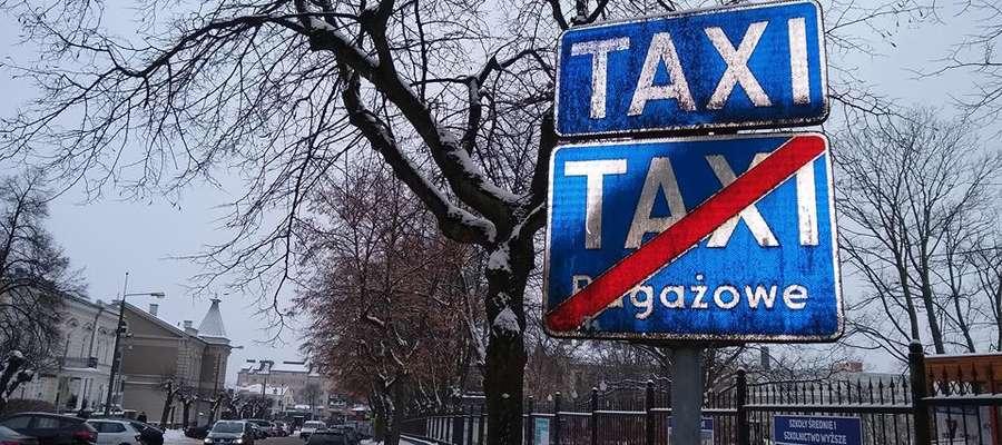 Postój taksówek w Mławie