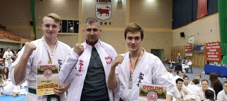 Dawid Pażuś (pierwszy z lewej) zakwalifikował się na czerwcowe mistrzostwa Europy juniorów w karate