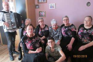 """""""Wrzosy"""" z karnawałową wizytą u 103-letniej pani Lotty"""