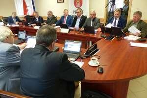Rada powiatu już w pełnym składzie. Nowy radny złożył ślubowanie