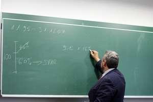 Nauczyciel dorabia i nie płaci?