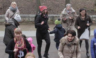 Taniec przeciwko przemocy wobec kobiet