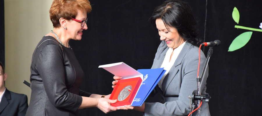Medal za szczególne działania i osiągnięcia wręczono przy okazji święta patrona szkoły