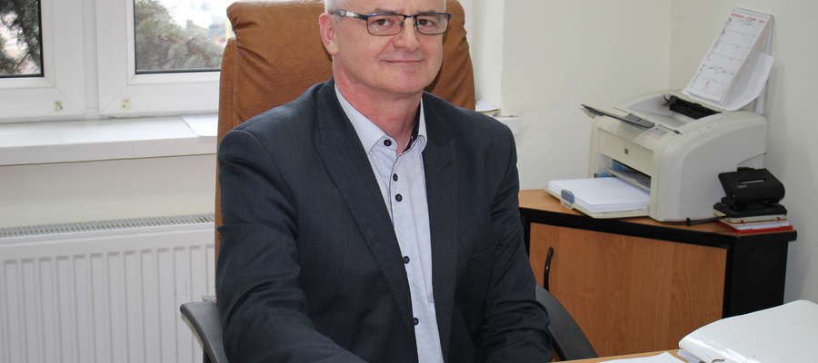 Niegdyś burmistrz Żuromina, przez ostatnią kadencję sekretarz w Lidzbarku Welskim, dziś jest sekretarzem w Lutocinie