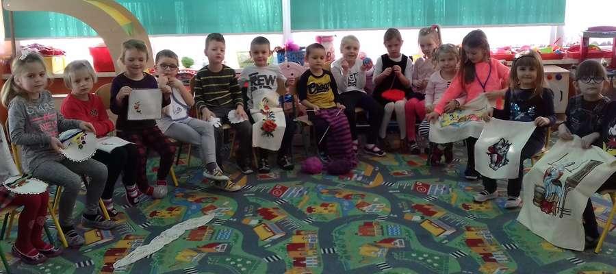 Przedszkolaki poznawały robótki ręczne i haft krzyżykowy