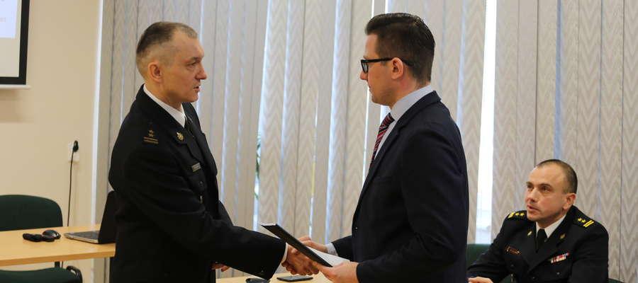 Komendant powiatowy PSP bryg. Szymon Sapieha przekazał na ręce starosty raport o stanie bezpieczeństwa