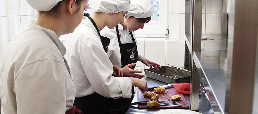 Uczniowie ZSG biorą udział w wielu konkursach. Tu podczas zawodów Black Box w 2015 roku
