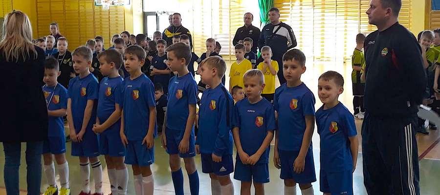 """Młodzi """"Akademicy"""" z rocznika 2010 i młodsi (z lewej) grali na rewelacyjnie zorganizowanym turnieju w Zbicznie"""
