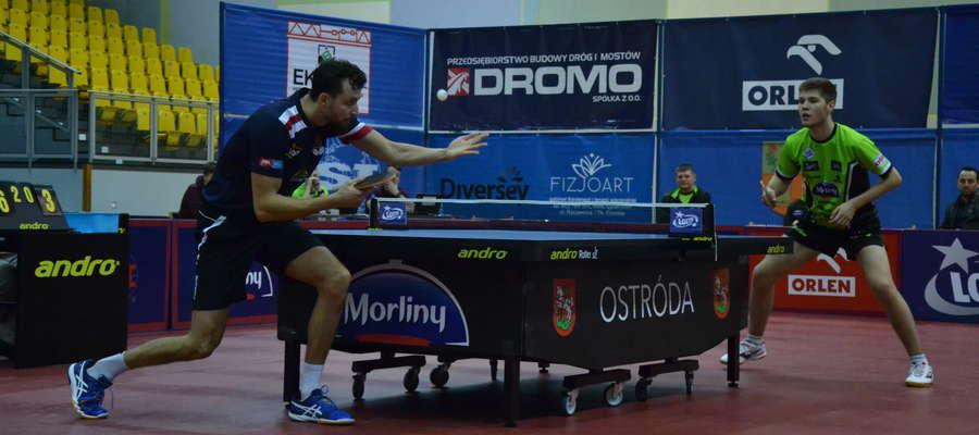 Patryk Chojnowski (z lewej) wygrał z Kacprem Petasiem