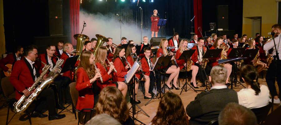 Orkiestra pod dyrekcją Mateusza Raczyńskiego dała doskonały koncert w lubawskim ośrodku kultury.