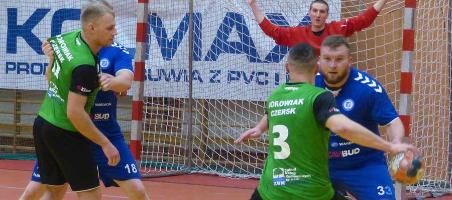 Jeziorak zagra po raz drugi z rzędu na swoim terenie — z Borowiakiem Czersk (zdjęcie z tego meczu) wygrał, teraz czas na wiktorię w pojedynku z ekipą z Gniewu