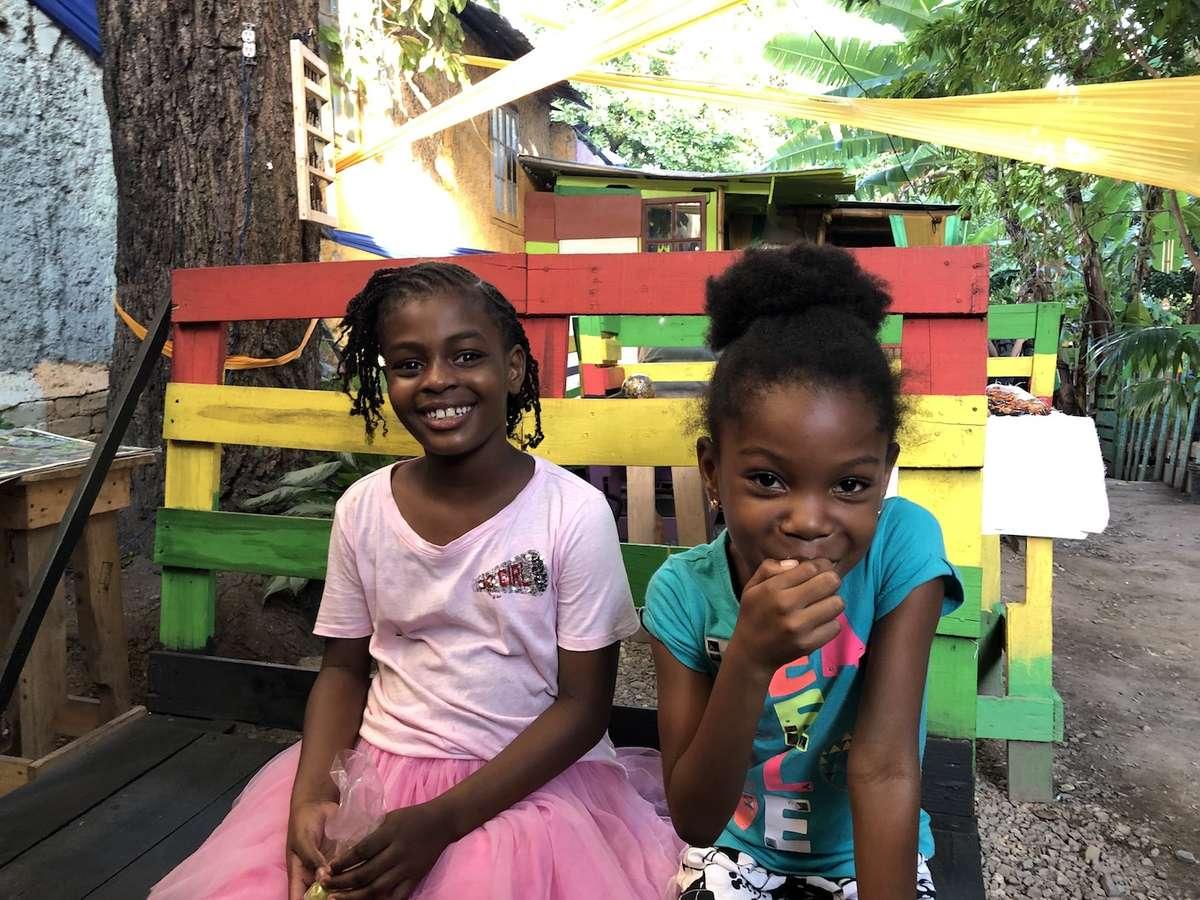 Dzieci żyjące w Life Yard