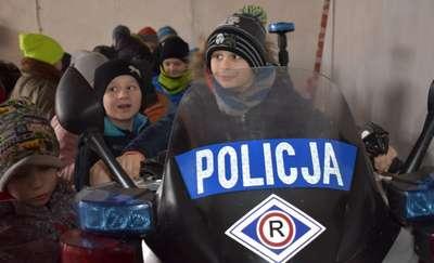Uczniowie z Sokolicy odwiedzili komendę policji