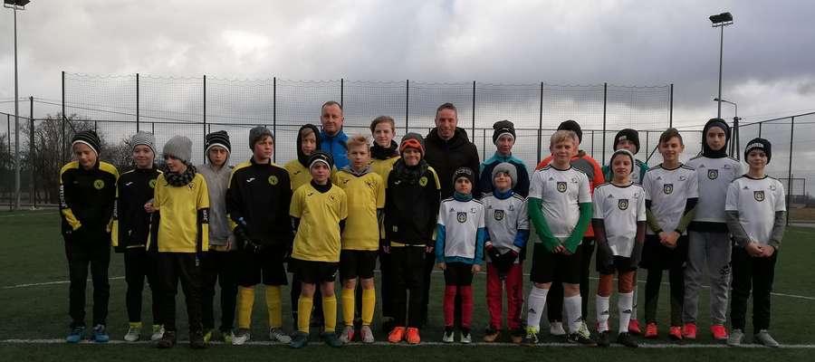 Przed turniejowe piłkarskie emocje rozpoczęły młodzieżowe zespoły Orła Janowiec Kościelny i Gminy Janowo