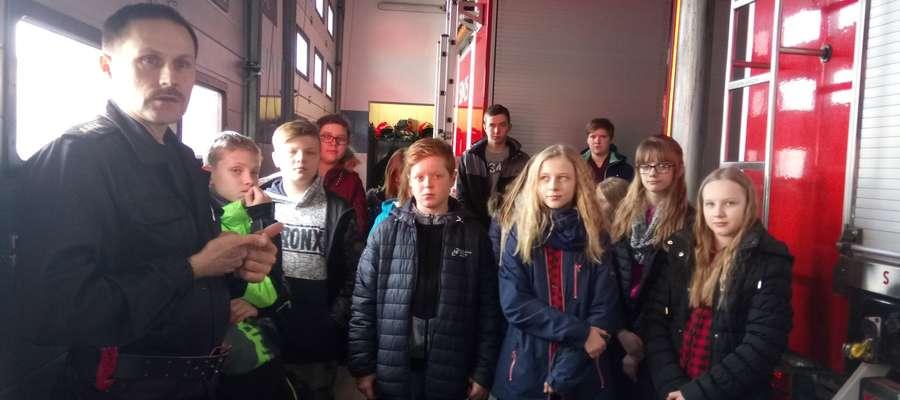 Jednym z punktów wycieczki była wizyta w straży pożarnej