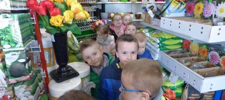 Przedszkolaki w sklepie