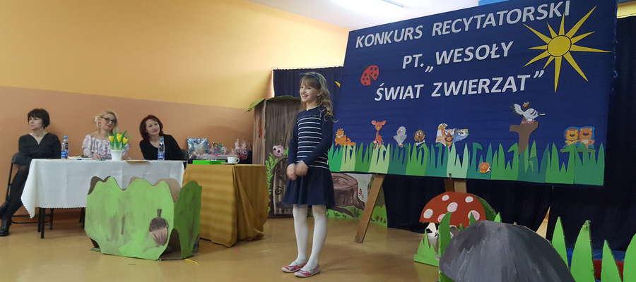 """Pierwsze miejsce zajęła Matylda Ławicka z klasy III a, która zaprezentowała utwór Juliana Tuwima """"Spóźniony słowik"""""""