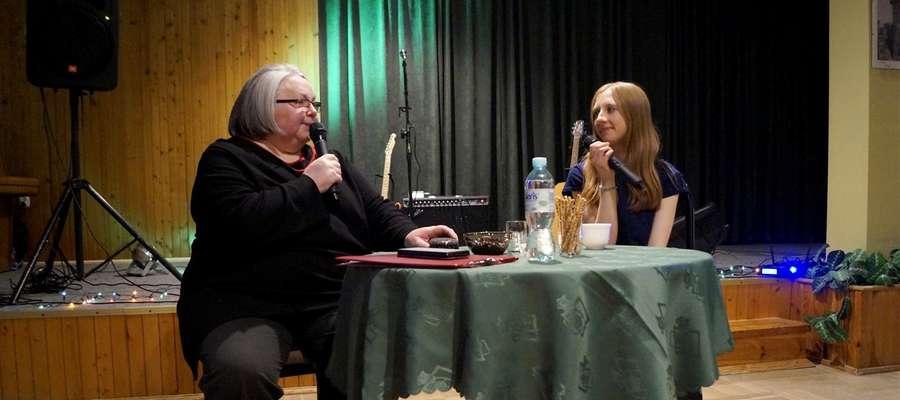 Z Lili Lilianą (z prawej) rozmawiała Teresa Wojcinowicz z Elbląskiego Towarzystwa Kulturalnego