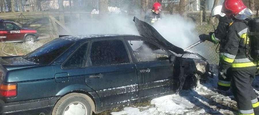 Pancerzyn: volkswagen passat w ogniu, obyło się bez ofiar w ludziach