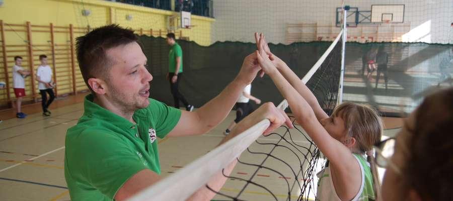 Paweł Woicki pracował z grupą dziewcząt z klasy sportowej