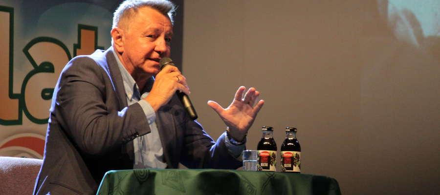 Marek Jóźwik podczas wizyty w Bartoszyckim Domu Kultury. Poprowadził wówczas spotkanie z mistrzem olimpijskim Wojciechem Fortuną