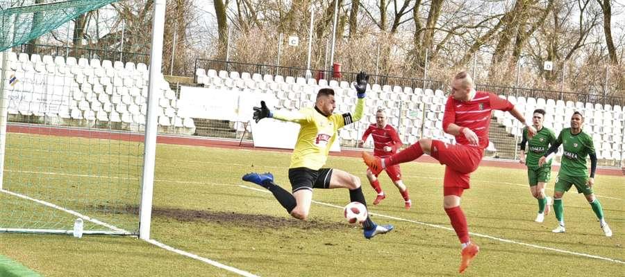 Znicz znakomicie rozpoczął mecz w Łomży, bo już w pierwszej minucie spotkania gola zdobył Michał Kossyk