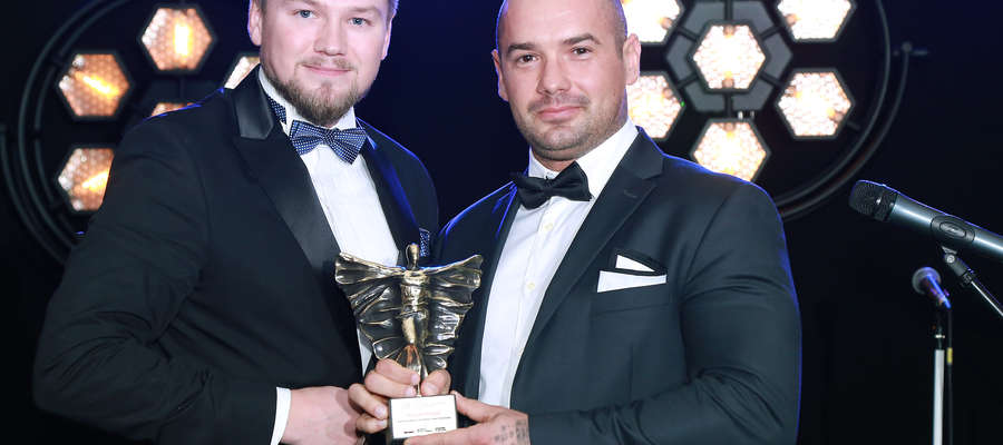 Karol Karpiński, dyrektor oddziału Avivy w Olsztynie, i Kacper Grażul