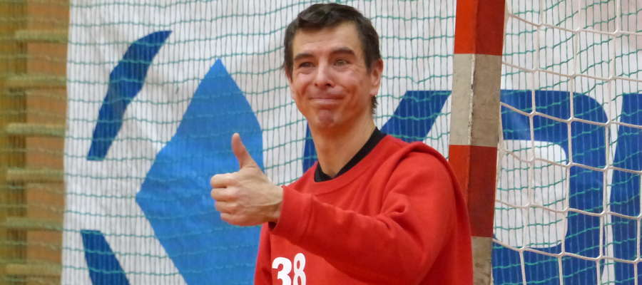Niby OK, ale mina kwaśna. Marcin Prorok (nominalnie bramkarz Jezioraka Iława) rzucił w meczu z MKS-em Grudziądz cztery bramki, jednak jego drużyna i tak przegrała