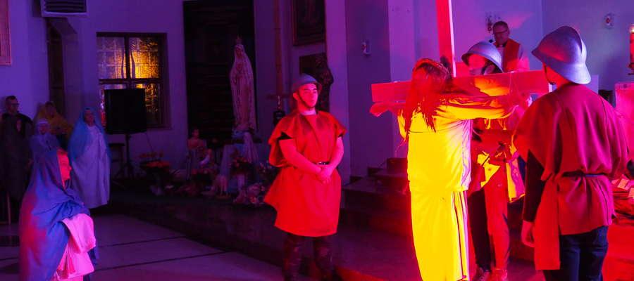 Inscenizowana Droga Krzyżowa poruszyła wszystkich zgromadzonych wiernych